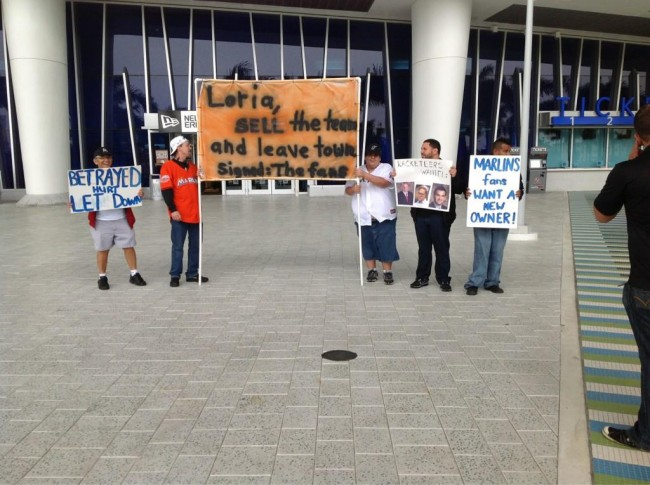 Marlins_Fans_Protest